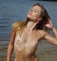 Met Art Lola Krit nude