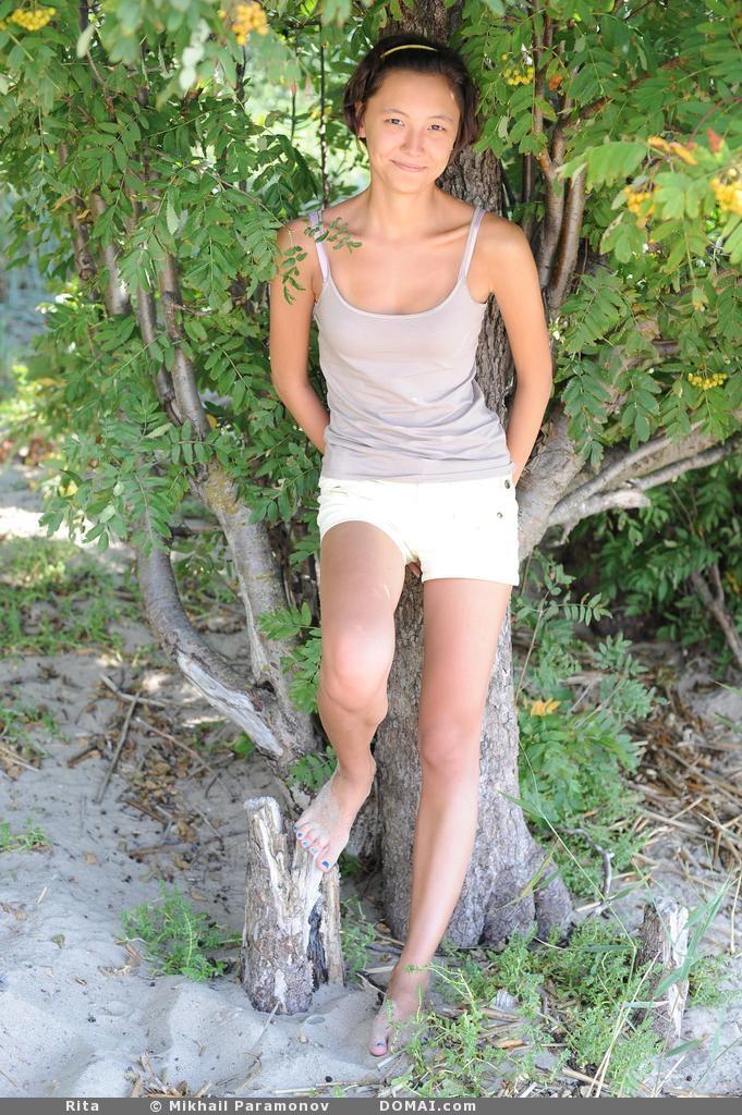 Goes Topless Nude | Kumpulan Berbagai Gambar Memek | GMO