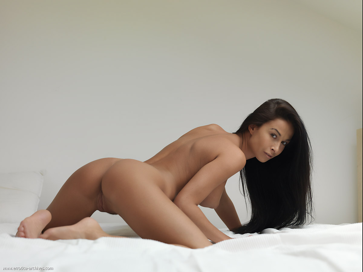 Фотосессия брюнетка голая 10 фотография