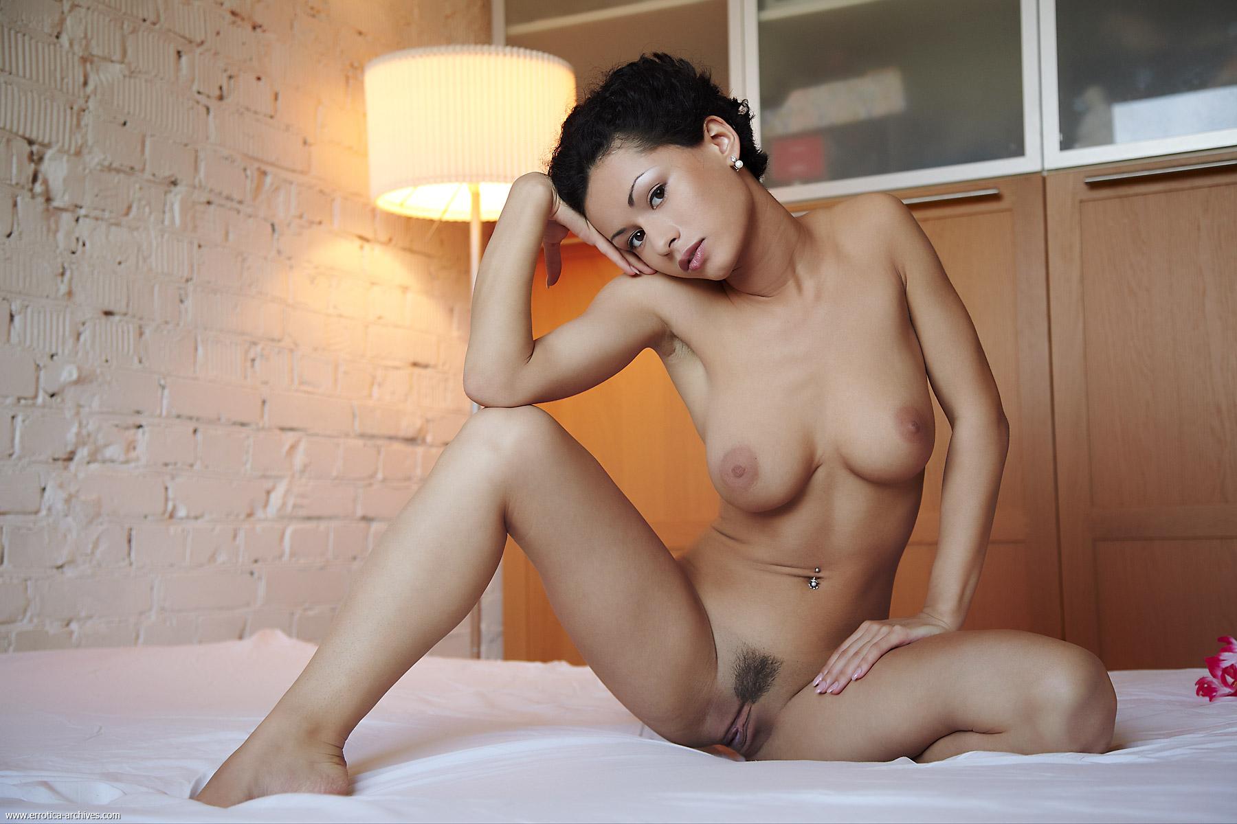 krasivie-bryunetki-erotika