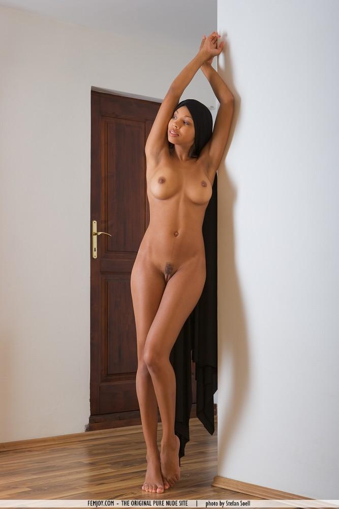 Nude African Queens