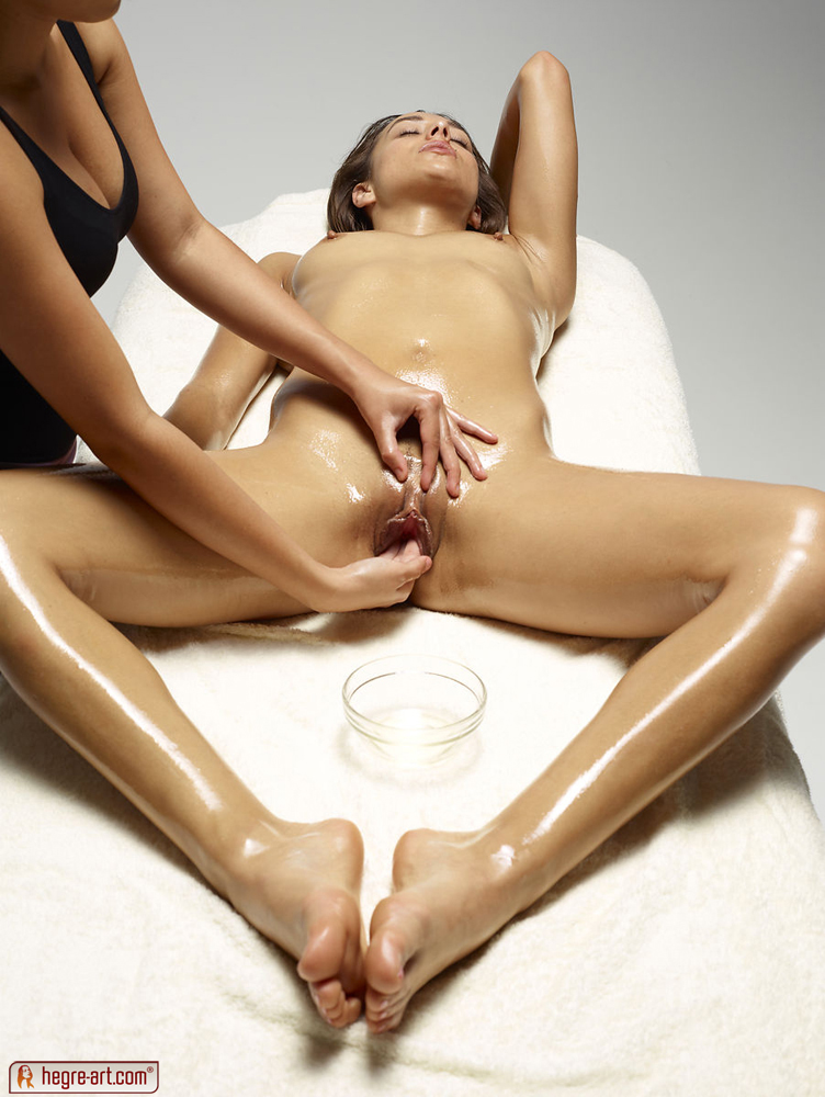 nude girls oil massage