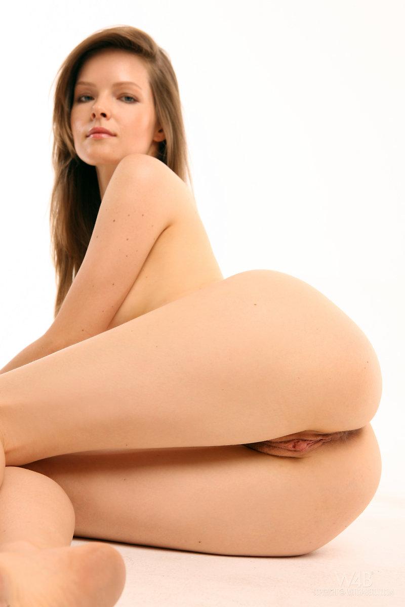 Nude lilian white