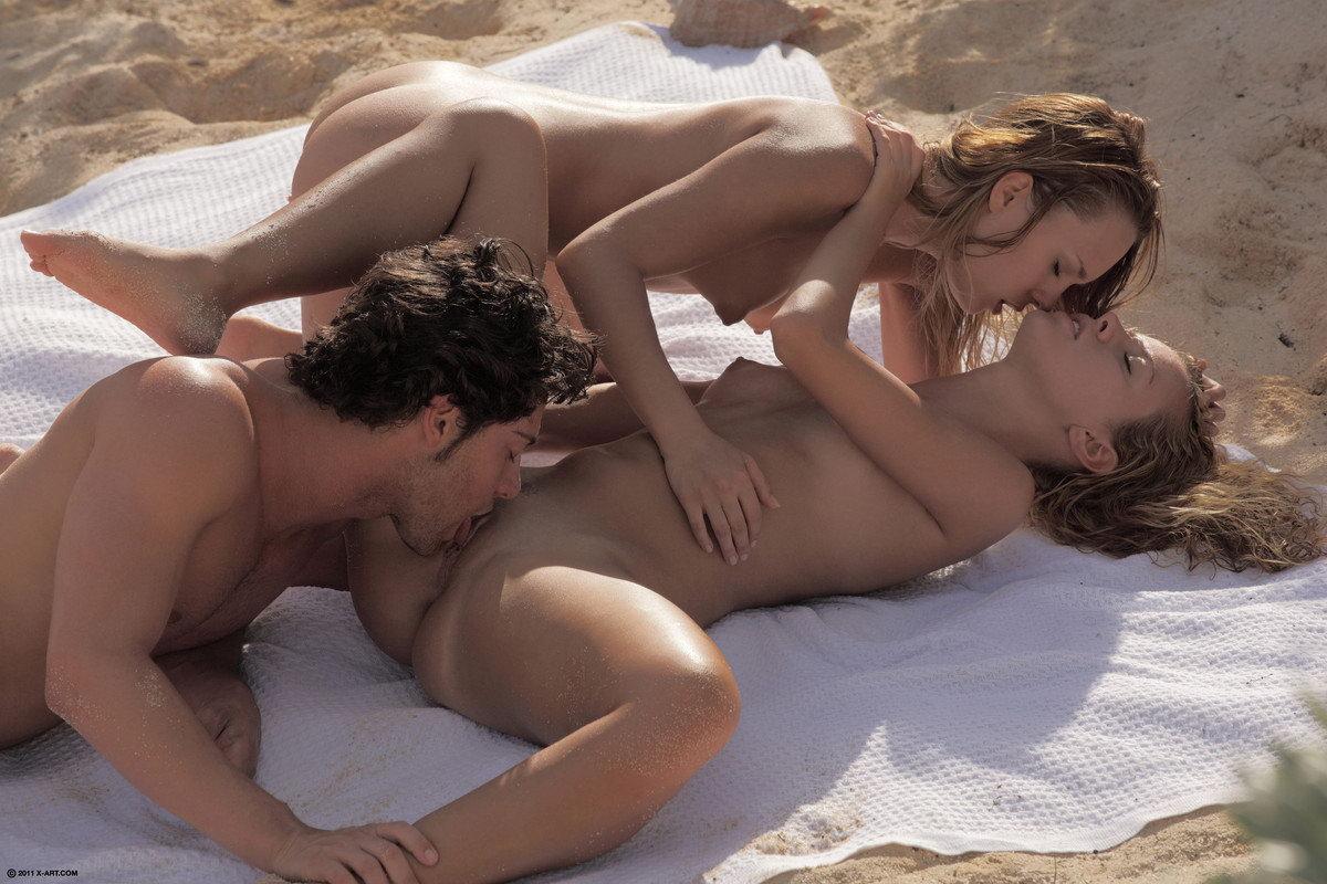 Секс девушки с двумя мужчинами фото 8 фотография