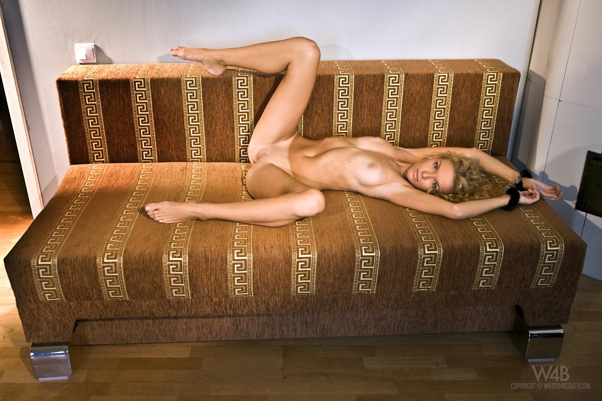 Long legged naked women fingering — pic 6